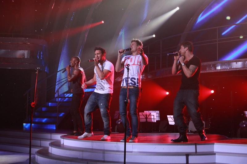 blue_eurovision_2011-8.jpg (150791 bytes)