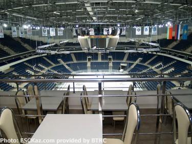 arena4.jpg (50387 bytes)